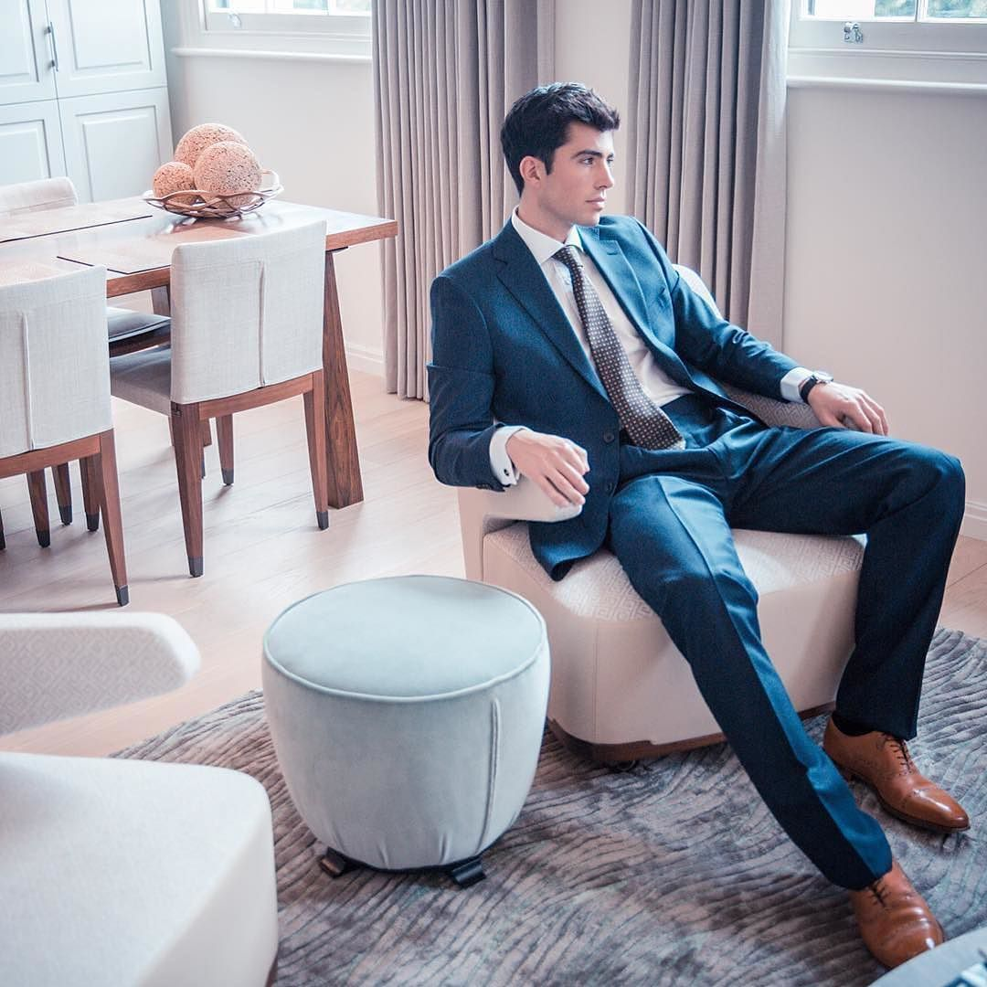 Perfectly styled for a successful interview. See @riddlemagazine for #inspiration #styleinspiration Ph. @abarnham My favourite shot from my recent How To Dress For An Interview shoot. #MensStyle #SartorialRules #ClassicMenswear #shaungordonties #shaungordon #ties #sartorial #style #menswear #fashion #dapper #dapperstyle #simplydapper #neckties #suit #menwithstyle #fashionformen #mensfashion #mensstyle #mensweardaily #thedevilisinthedetails