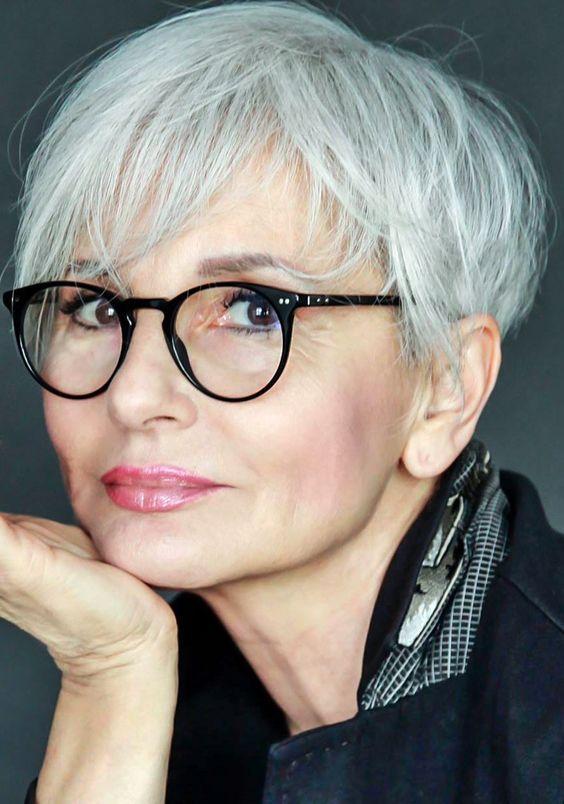35 Idées de coupe pour cheveux femme de 50 ans avec des