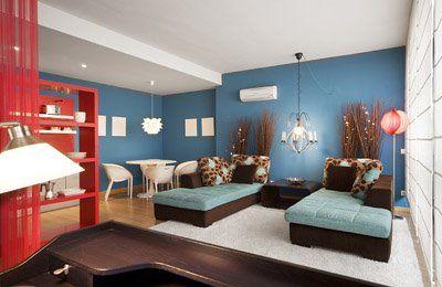 Decoraci n de salas con muebles marrones2 living room for Casa minimalista rojo
