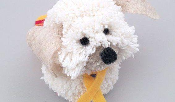 Você pode fazer um lindo e simpático cachorrinho de pompom para presentear uma criança ou para vender.