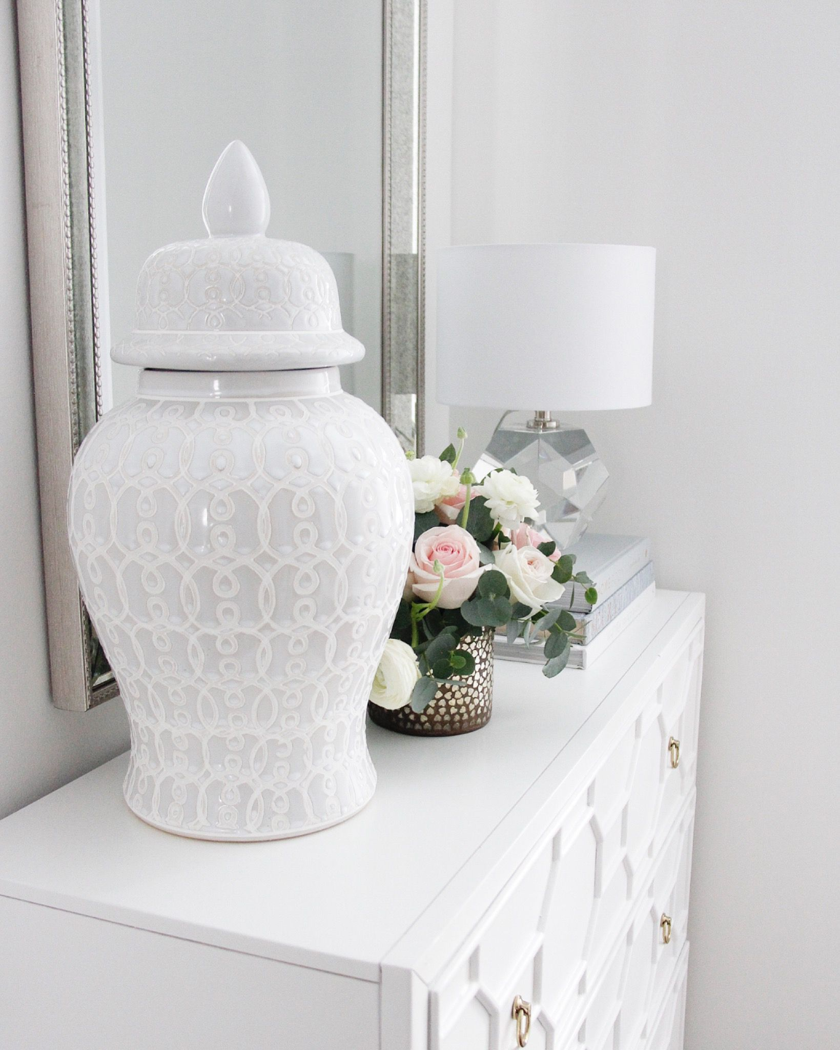Ginger jar creating a statement in the entryway. Tap to shop! #FoyerDecor #WhiteFoyer #GingerJarStyling #TransitionalHome #TraditionalHome #WhiteHome