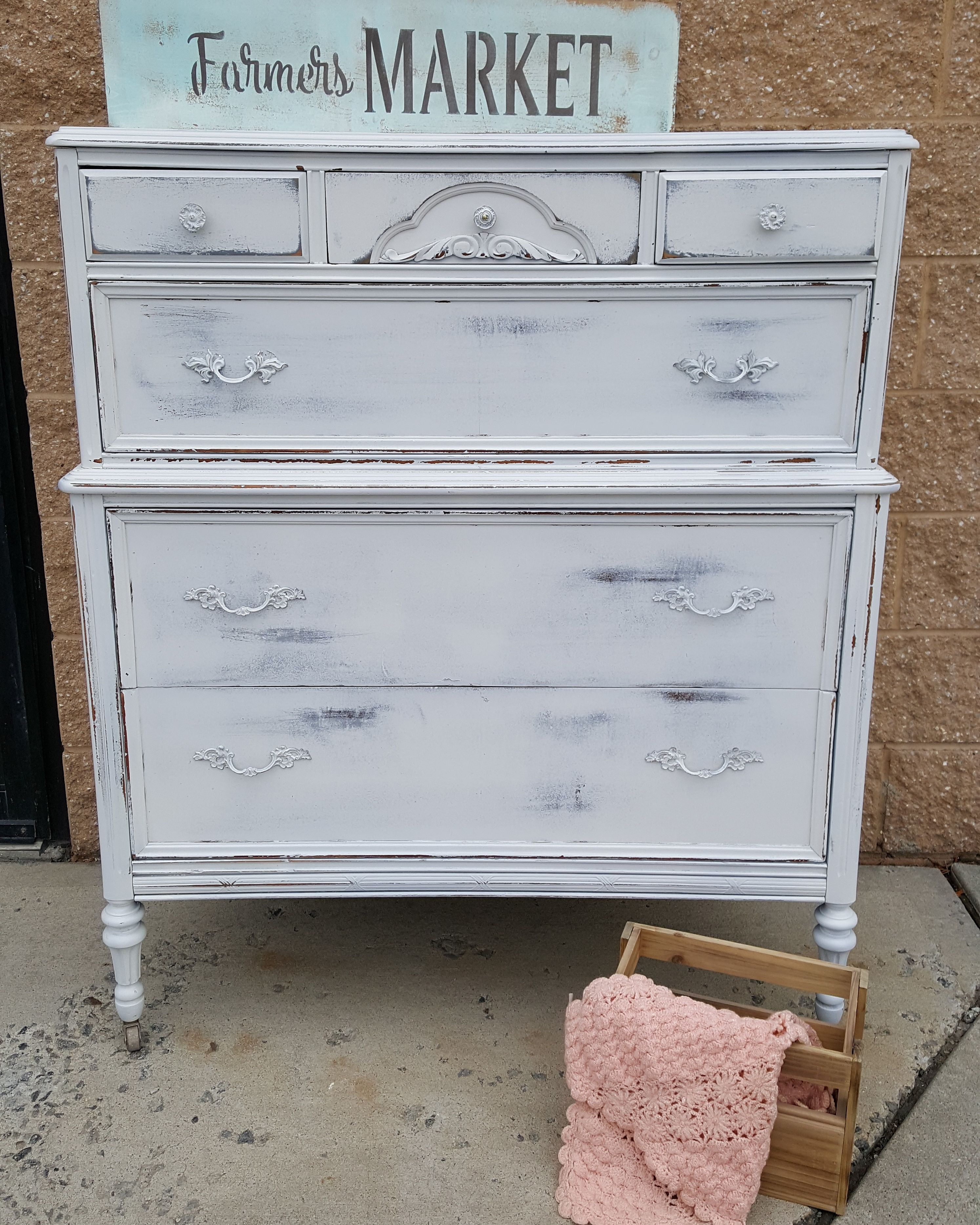 Vintage Dresser With Gray Undertone And White Top Coat Vintagefurniture Paintedfurniture Diy Repurposed Shabby Chic Dresser Shabby Chic Revamp Furniture