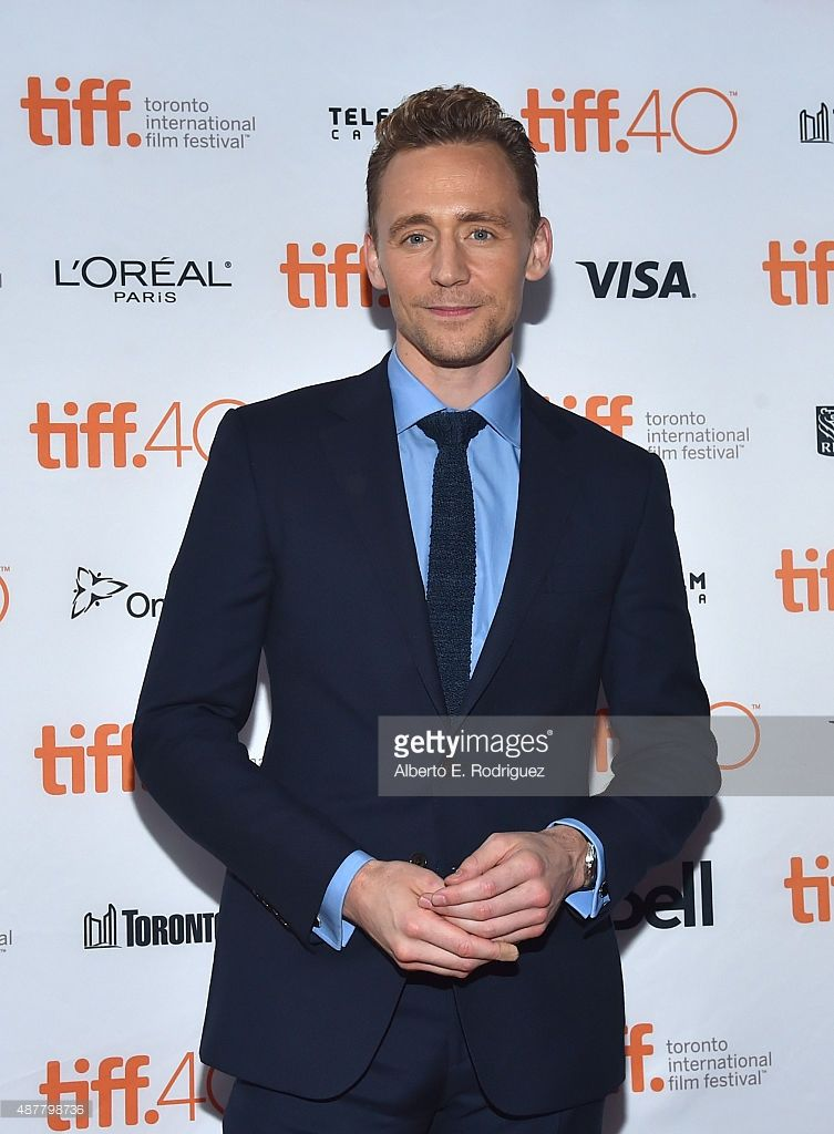 "Tom Hiddleston News on Twitter: ""#TomHiddleston & Elizabeth Olsen at #TIFF15 #ISawTheLight http://t.co/i1XKpW793J"""