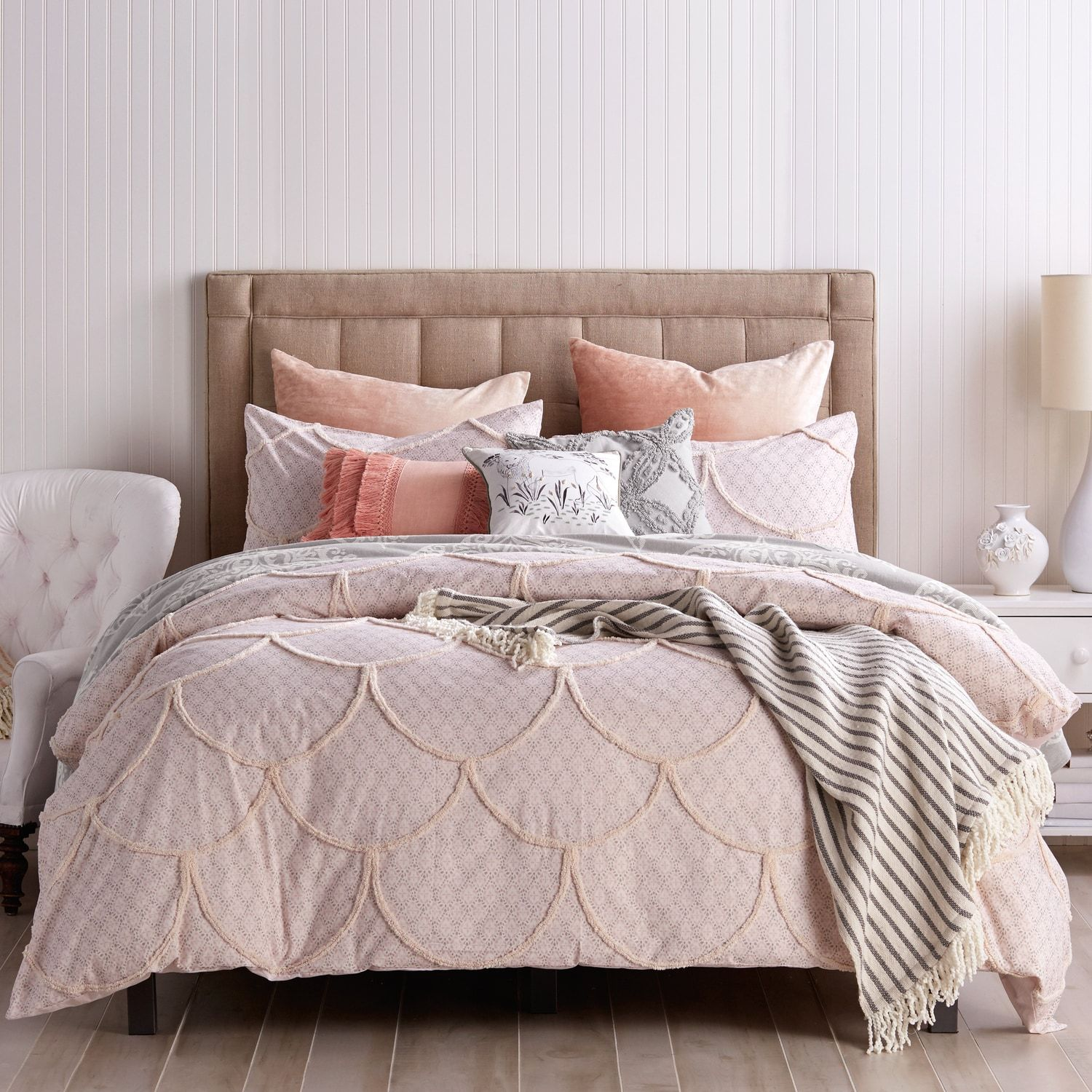 quilts lb scalloped quilt cushion raised damask cover and bedroom edge scallop duvet