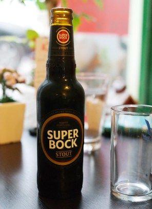 #Receta #Pasta negra con #cerveza #SuperBock #Stout, gambas, gulas y surimi   Más en cervecetario.wordpress.com