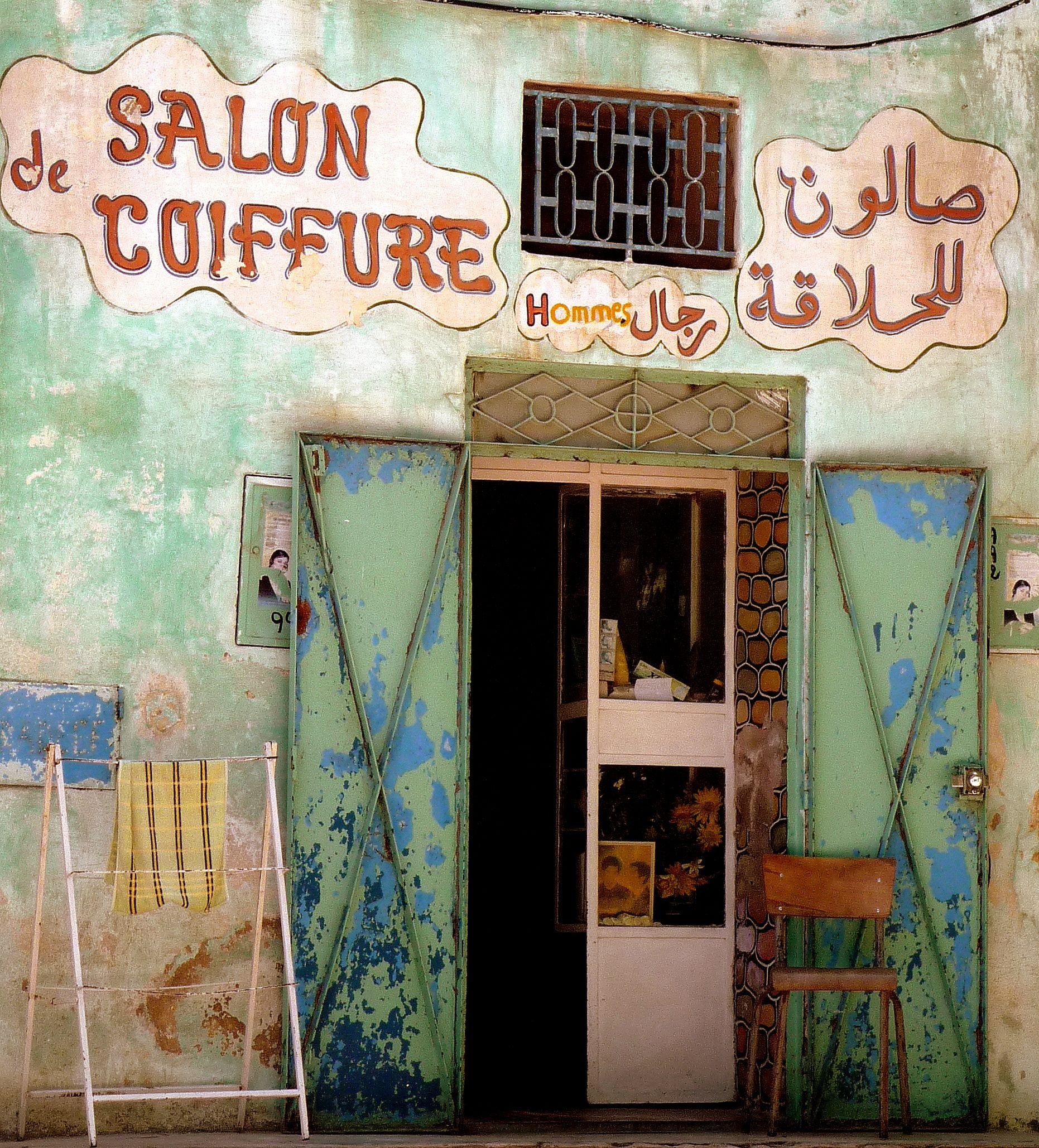 Devanture porte de salon de coiffure marocain for Porte revue salon de coiffure