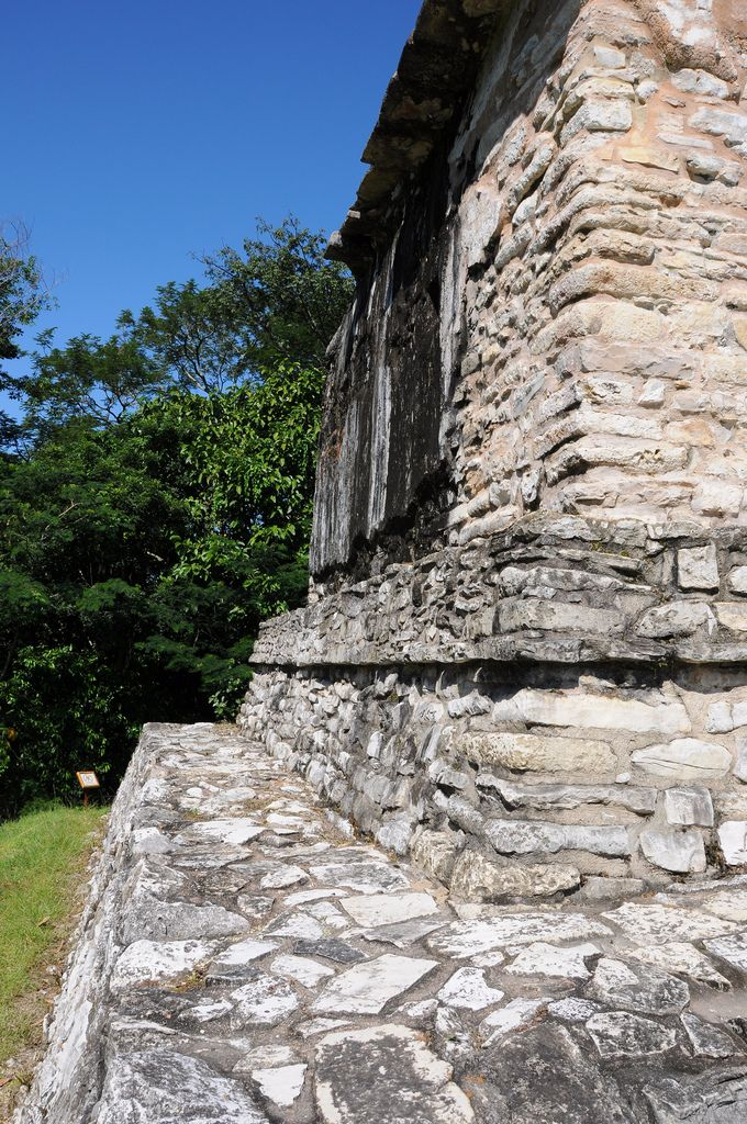 After some hours talking to some friends and listening to my ipod and many unsuccessful attempts on trying to sleep, we finally arrived to the great Maya city of king Pakal