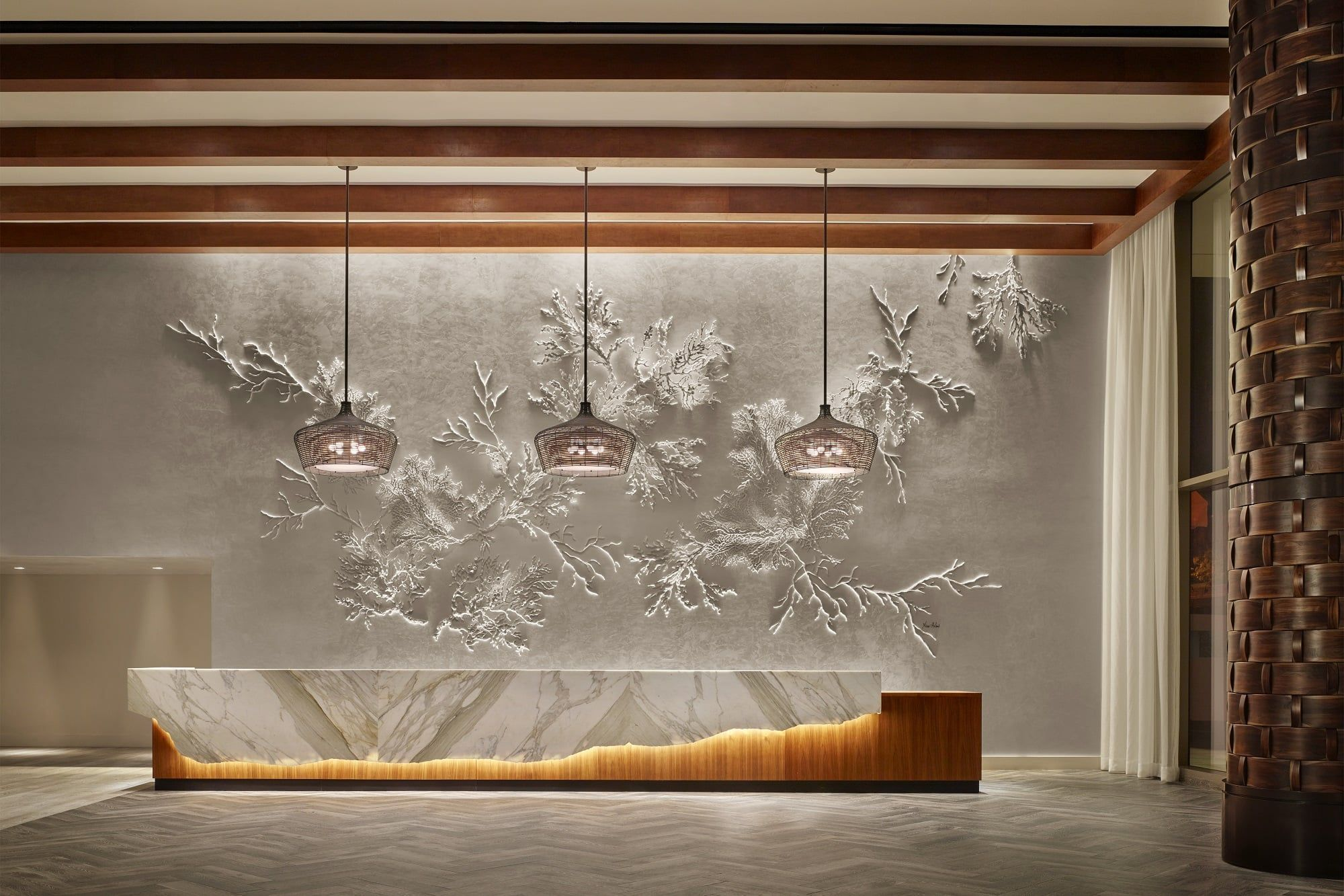 The Latest Luxurious Trends For Your New Hotel Lobby Interiors Project Are Here Discover More Luxur Lobby Interior Design Lobby Interior Reception Desk Design