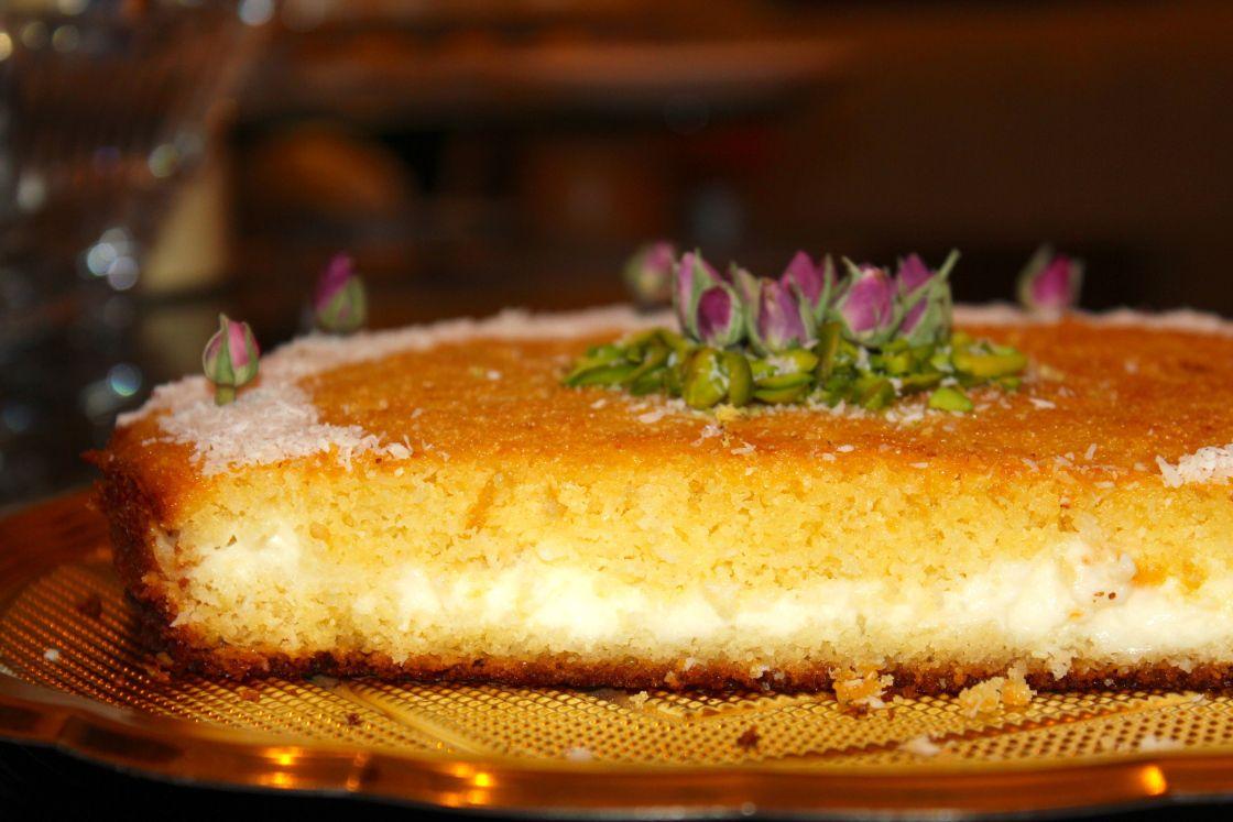 بسبوسه بالقشطه Cream Filled Semolina Cake Semolina Cake Middle Eastern Desserts Desserts