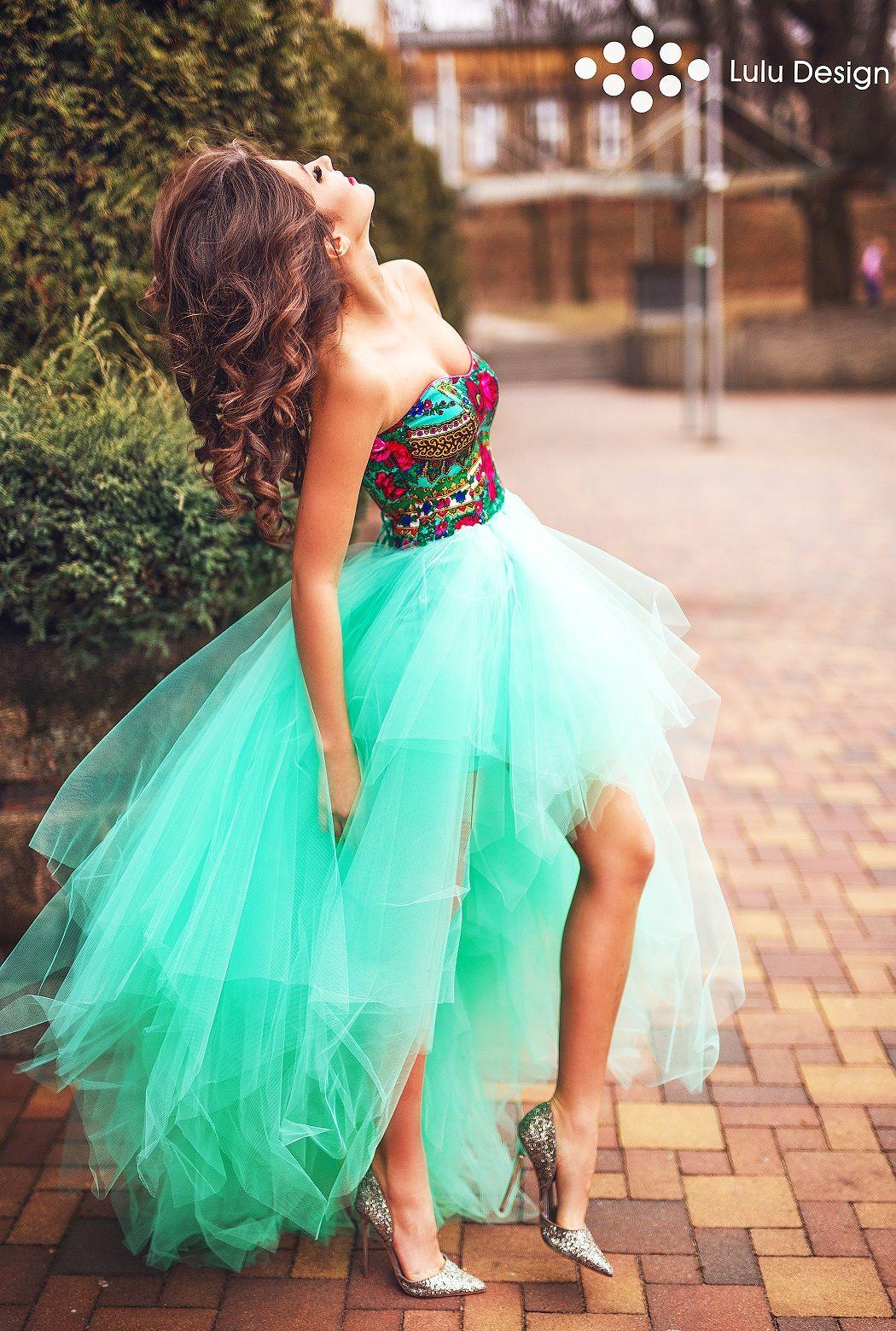 Asymetryczna Zjawiskowa Suknia Z Dlugim Puszystym Tylem Oraz Krotszym Przodem Sukienka Goralska Gorsetowa Marki Lulu Desi Elegant Girl Dresses Prom Dresses