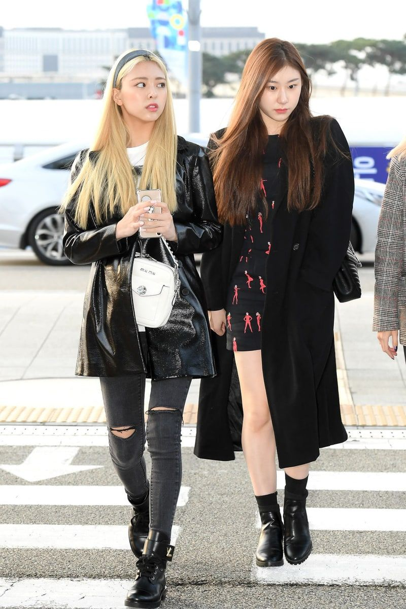Itzy Members Show Us How To Style Designer Bags This Fall Winter Fashion Kpop Fashion Airport Fashion Kpop