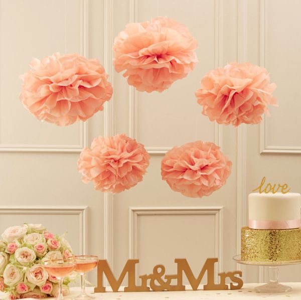 Wunderschones Pom Pom Set In Apricot Als Dekoration Fur Eine Party