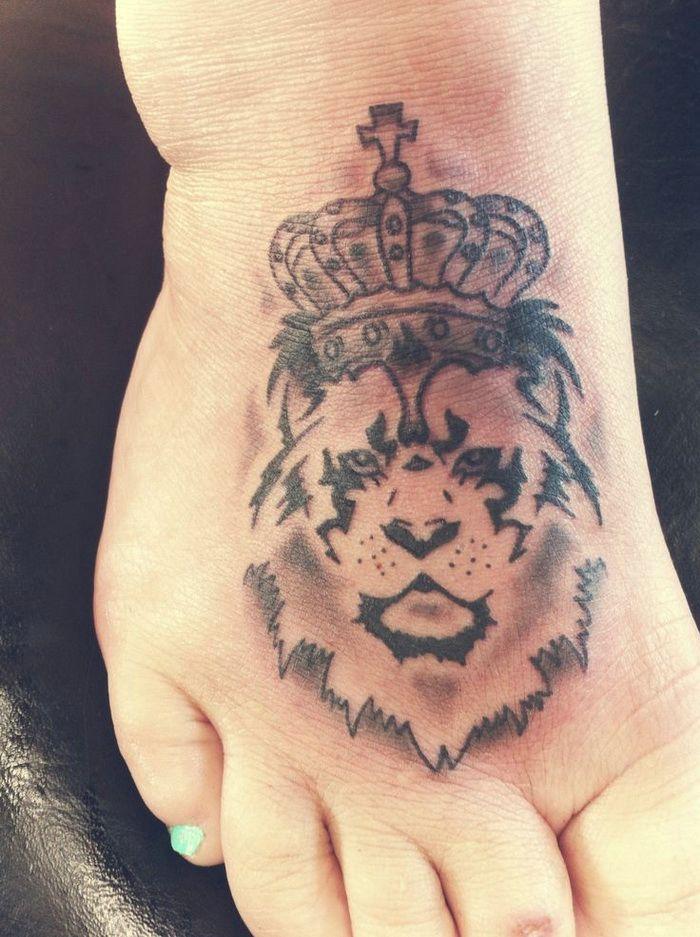 lion king tattoo on foot sleeve tattoos pinterest king tattoos tattoo designs and tattoo. Black Bedroom Furniture Sets. Home Design Ideas