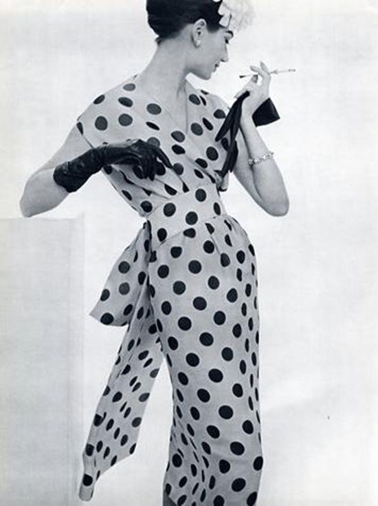 Jeanne Lanvin Castillo, 1957 (Is it just me, or does this remind anyone else of Cruella Deville?)