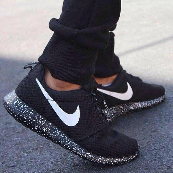 Nike Roshe Run Black and White Oreo sole a7f92a540c