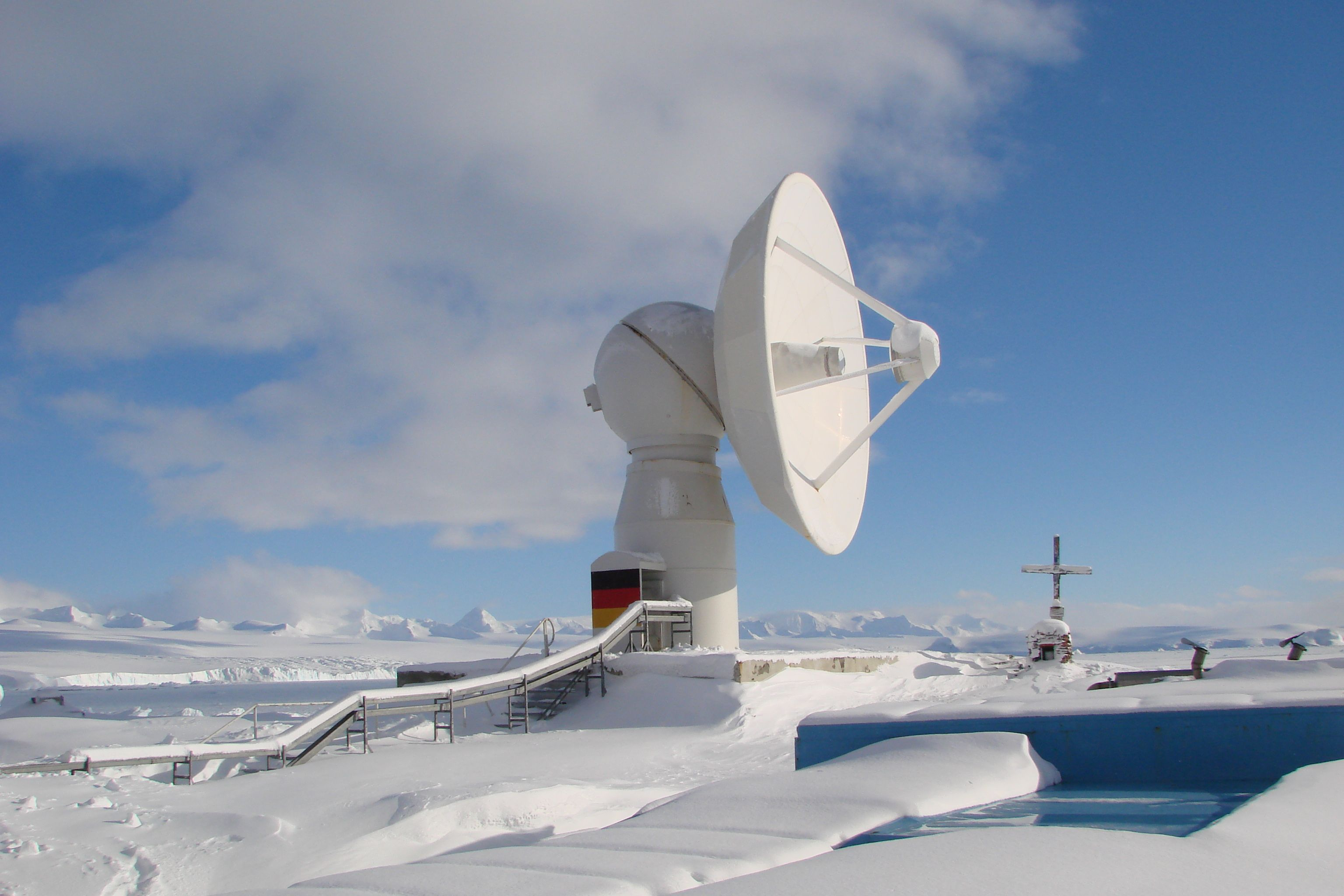 Antarctic satellite ground station GARS O'Higgins [3072