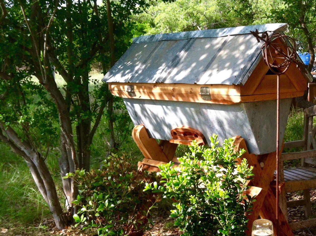 Top Bar Beehive   Top bar bee hive, Bee keeping, Bee hive