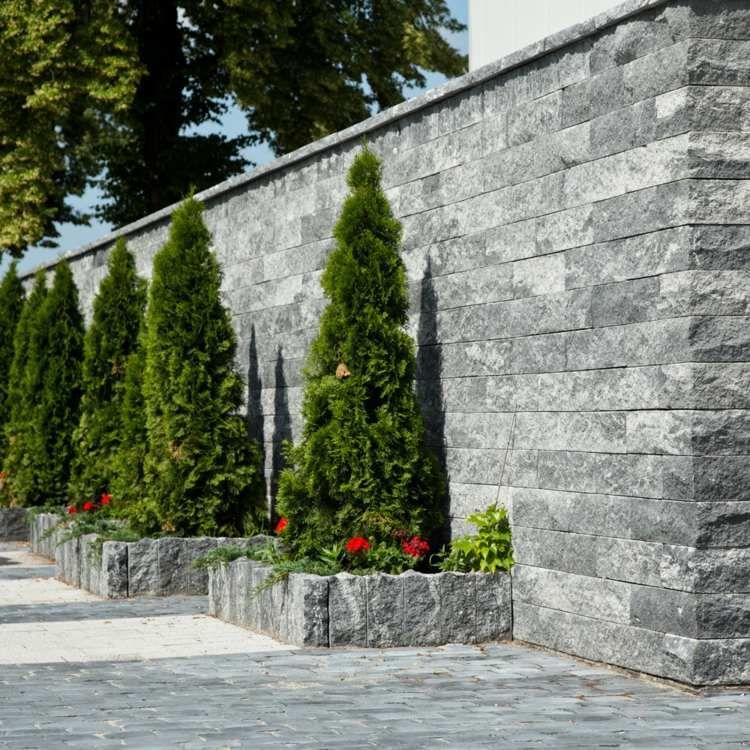 Palissade granit -20 idées pour intégrer la pierre dans le jardin