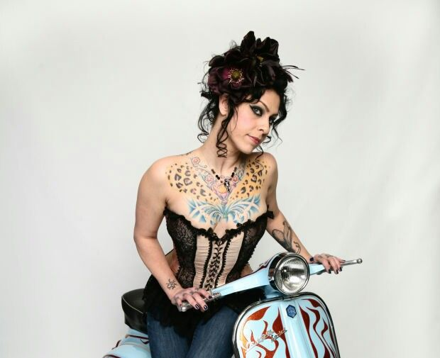 Danielle colby american pickers i want girls on bread for Tv show with tattooed woman