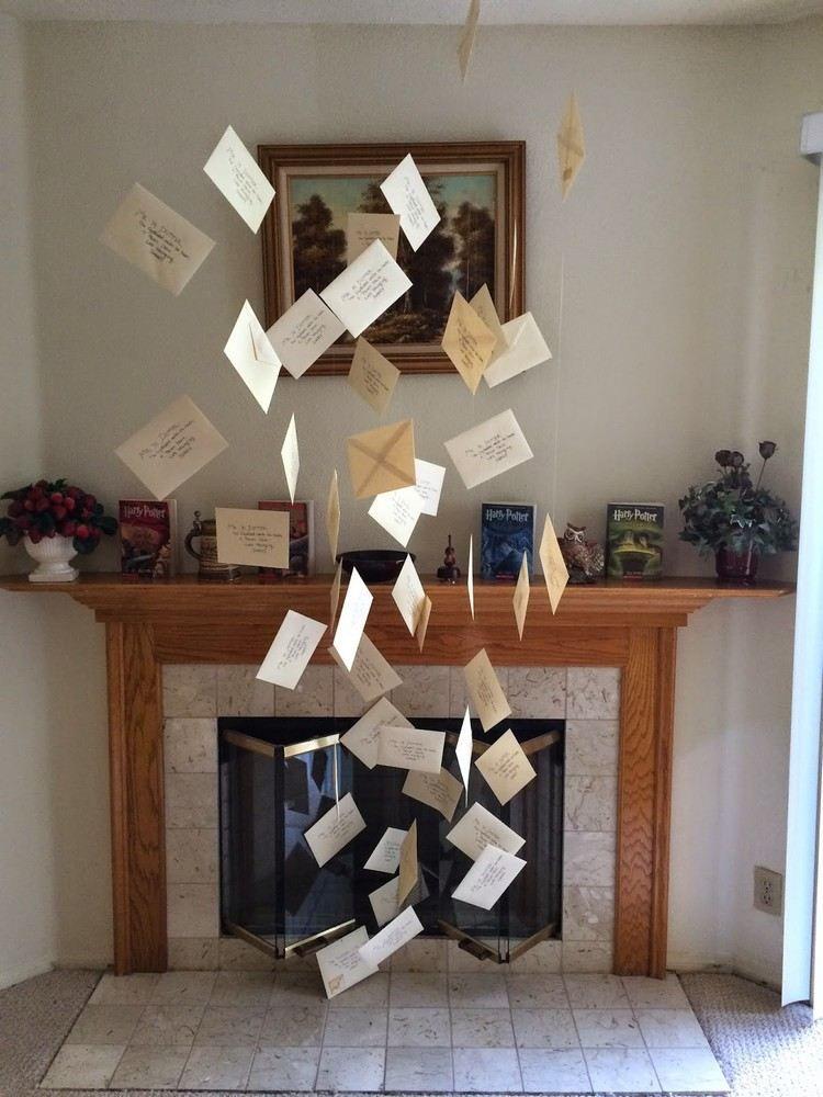 Den kamin mit fliegenden briefen dekorieren harry for Deko studentenzimmer