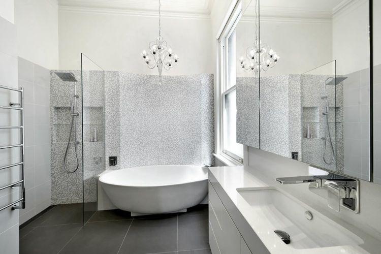 Interessant Badezimmer Mosaik ~ Die dunklen fliesen gleich neben der mosaik lassen die