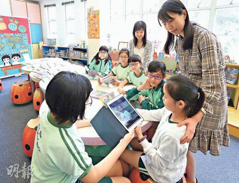 【明報專訊】圖書館主任跟教師有什麼不同?有小學生這樣回答:「他們不用教書!」、「他們對圖書十分 ...