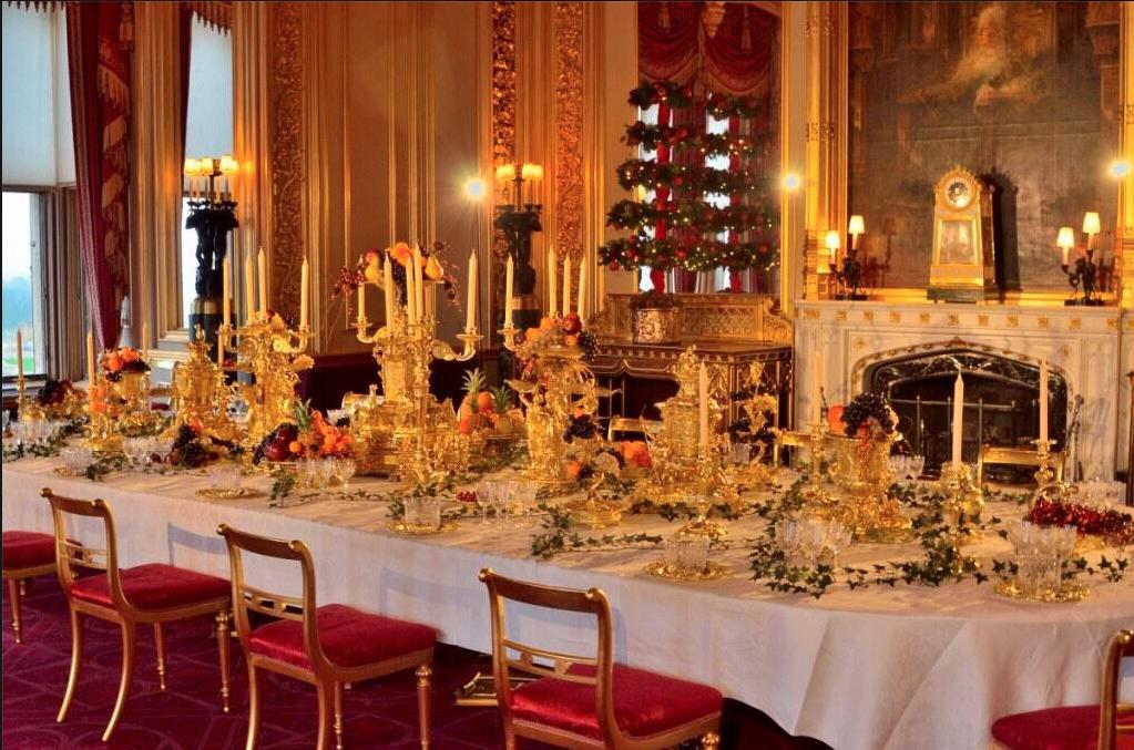 Windsor Castle ~ at Christmas   Castle christmas, Royal ...