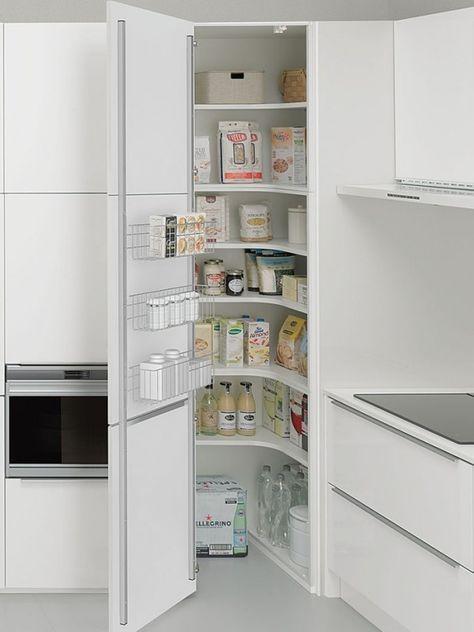 In Küche eingebauter Vorratschrank