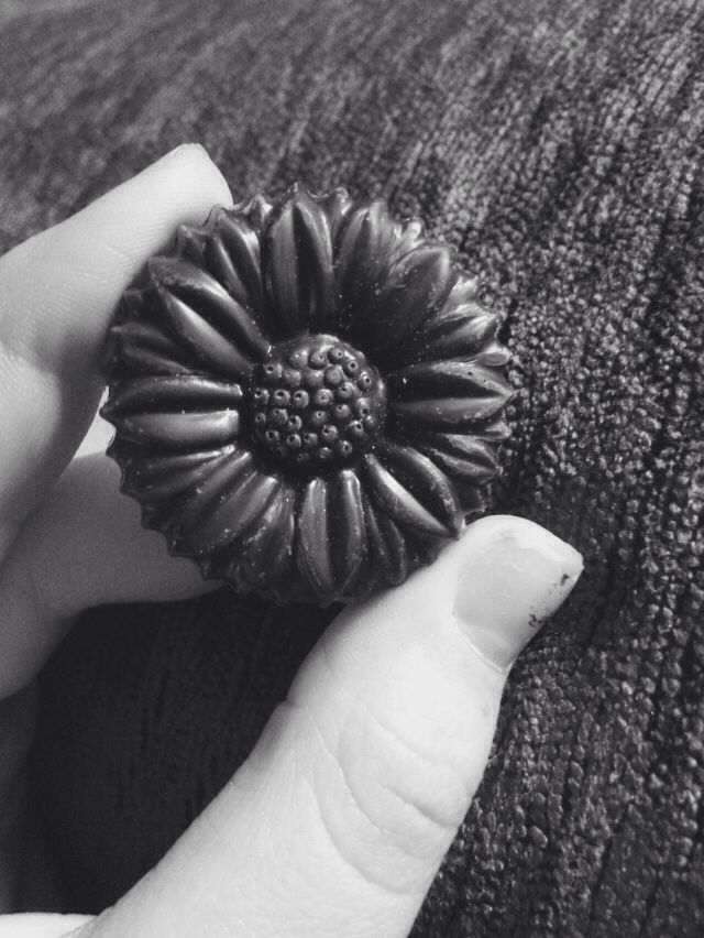 this chocolate is so pretty what { ignore my nails lol }