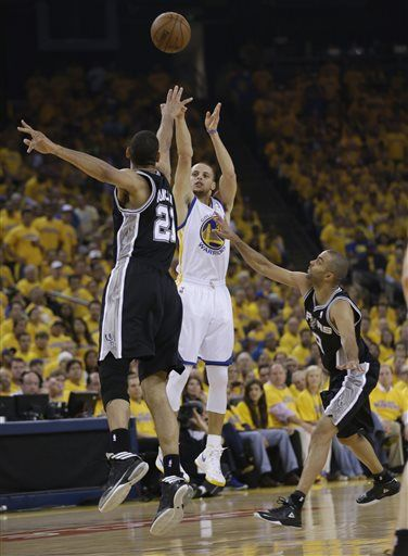 Stephen Curry Shoots Over Tim Duncan Stephen Curry Shot Splash Brothers Stephen Curry