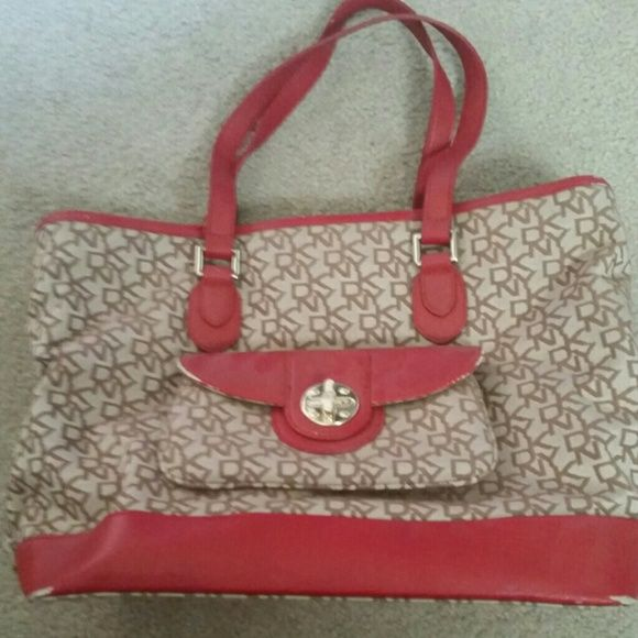 DKNY Purse Medium Size handbag, good condition. Has little scuffs on the front bottom corners. No tears or rips on the inside. DKNY Bags