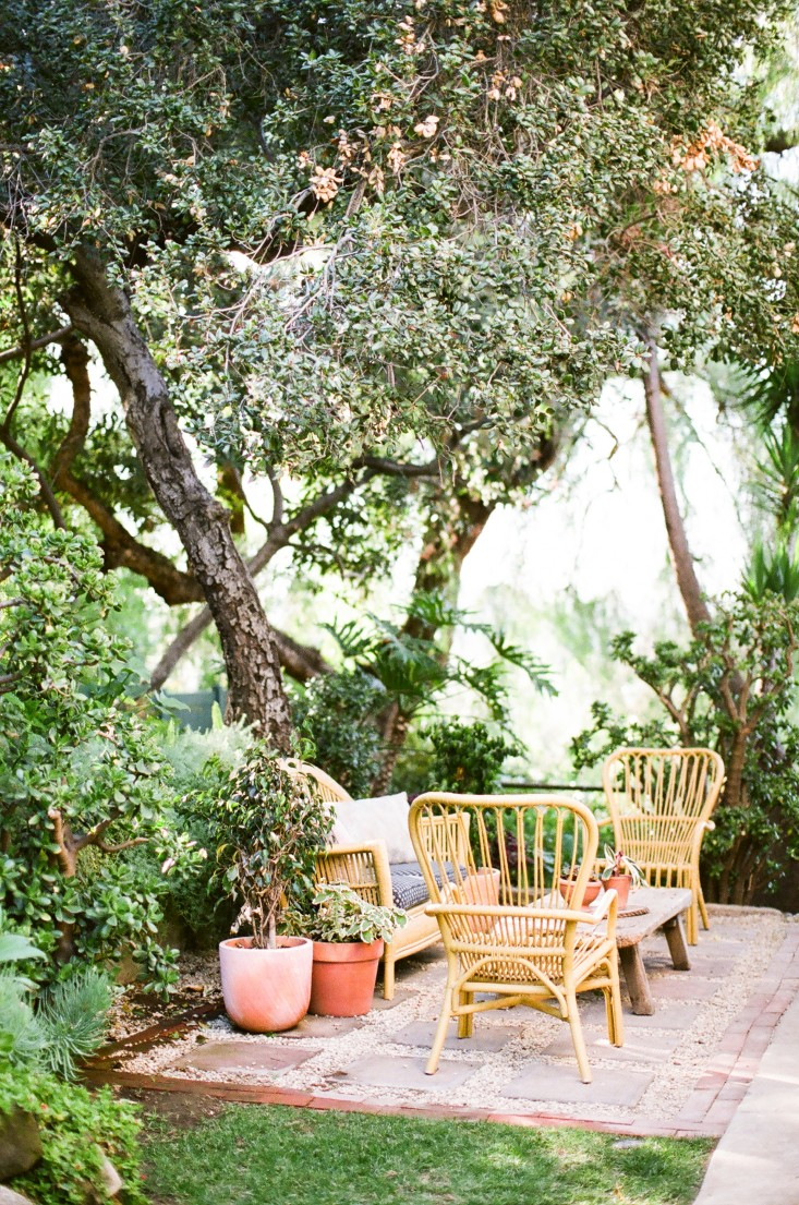 Garden Visit At Home with Jeweler Kathleen Whitaker in LA is part of Garden seating, Garden seating area, Backyard, Patio, Patio garden, Garden spaces - In the midst of the hustle and bustle of LA's Echo Park neighborhood, jeweler Kathleen Whitaker has created an oasis of calm seclusion  Step into her 14,00