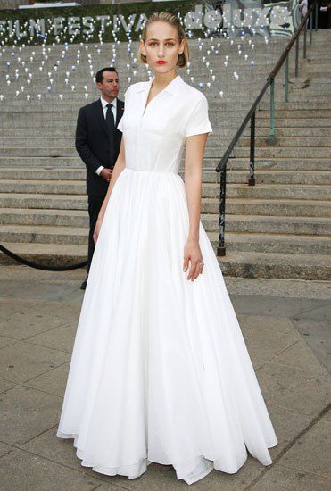 Leelee Sobieski in Jil Sander | 1940\'s wedding | Pinterest ...