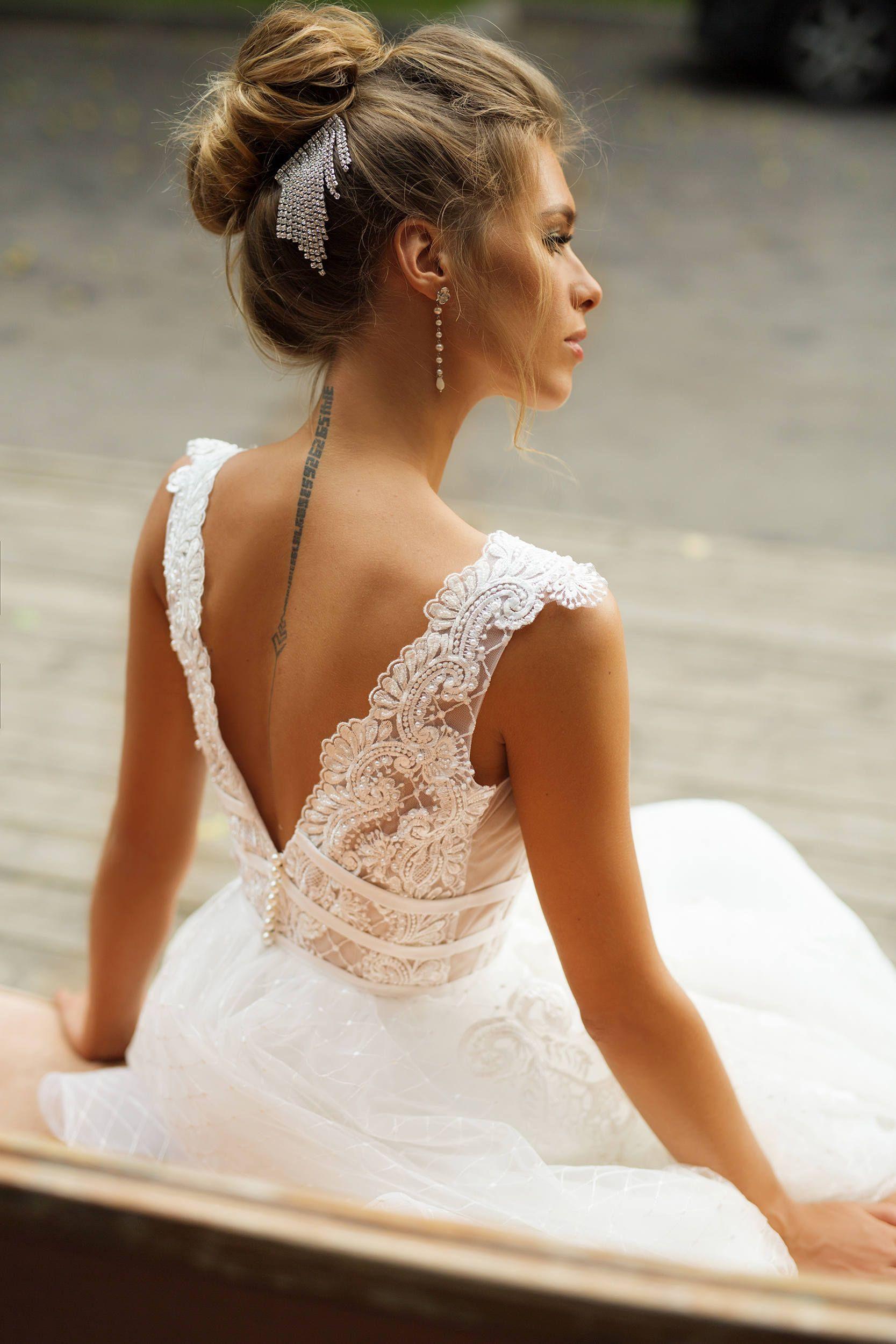 Robe de mariée 'MILANA' // Robe de mariée en dentelle complète, V-cou, V-back, jupe en dentelle, sans manches, robe de mariée princesse