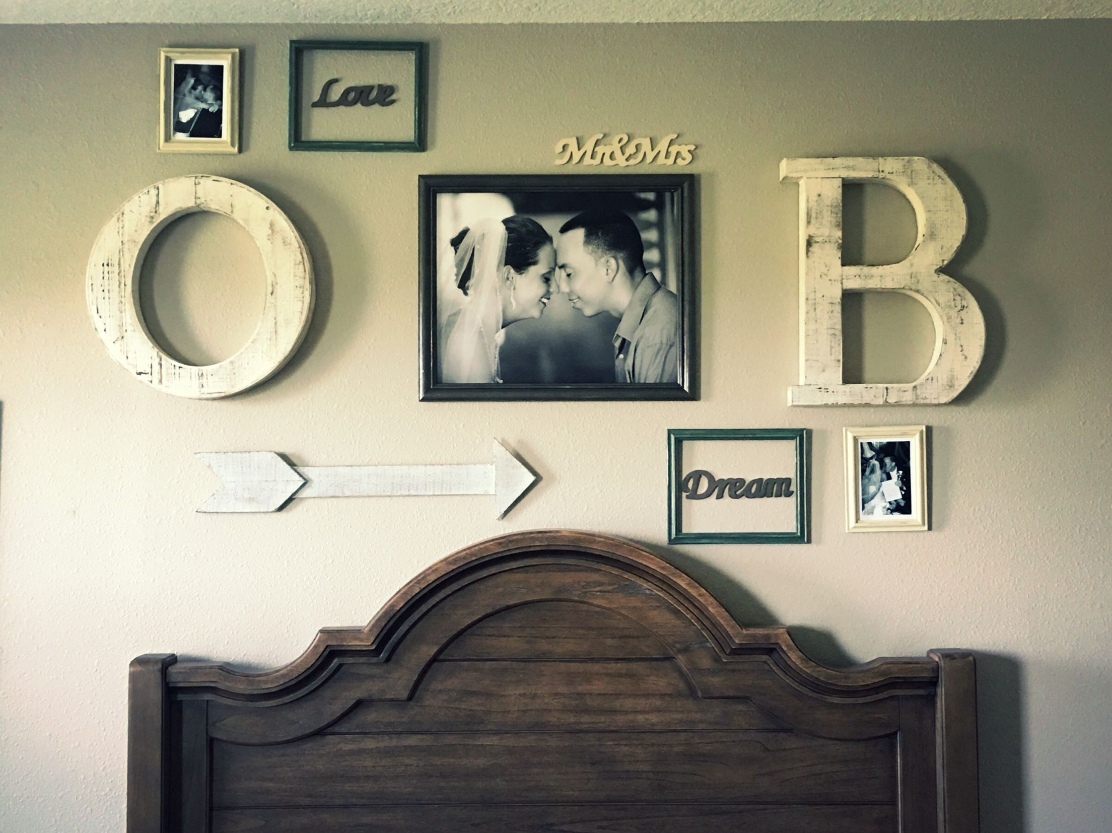 Bedroom wall decorating ideas picture frames - Rustic Theme Photo Wall Picture Wall His And Hers Bedroom Decor