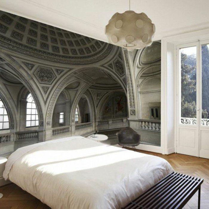 une jolie chambre coucher avec papier peint trompe loeil lustre blanche