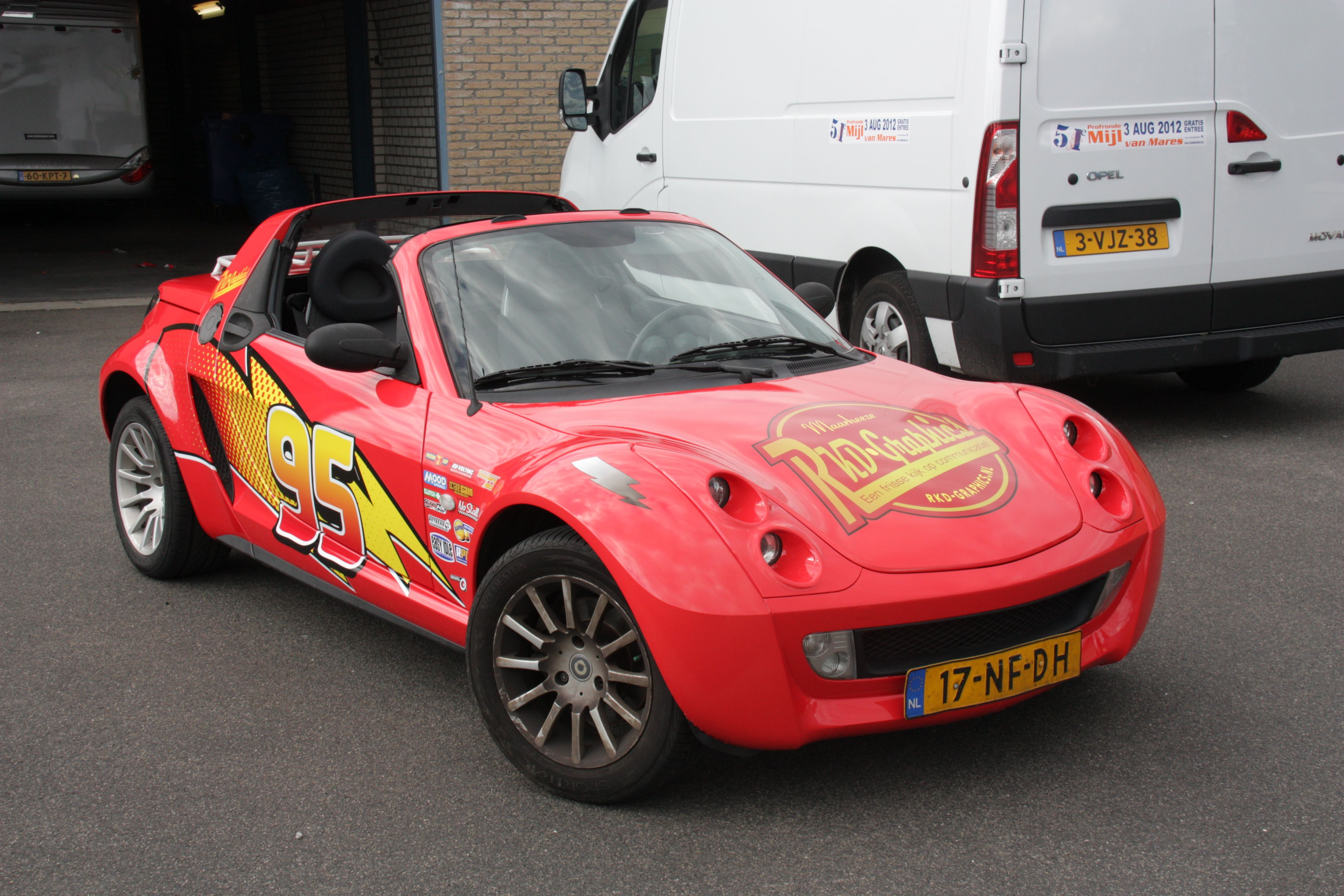Smart roadster car wrap lightning mcqueen this smart roadster has been wrapped te the