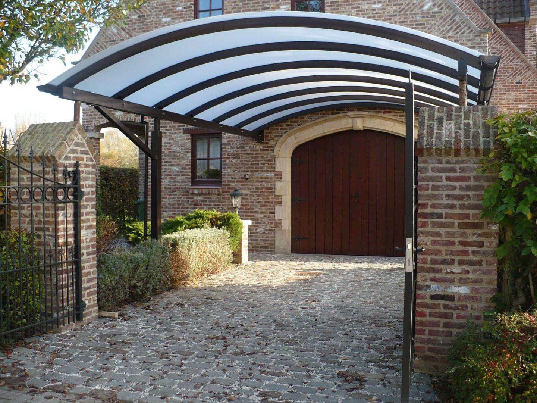 Carport aus Stahl mit gewölbtem Dach aus Polycarbonat (mit