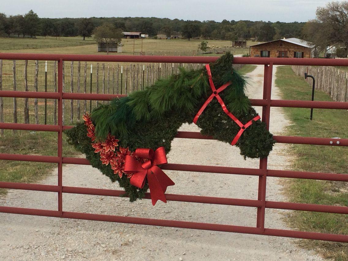 Horse head wreath | Christmas horses, Outdoor christmas ...