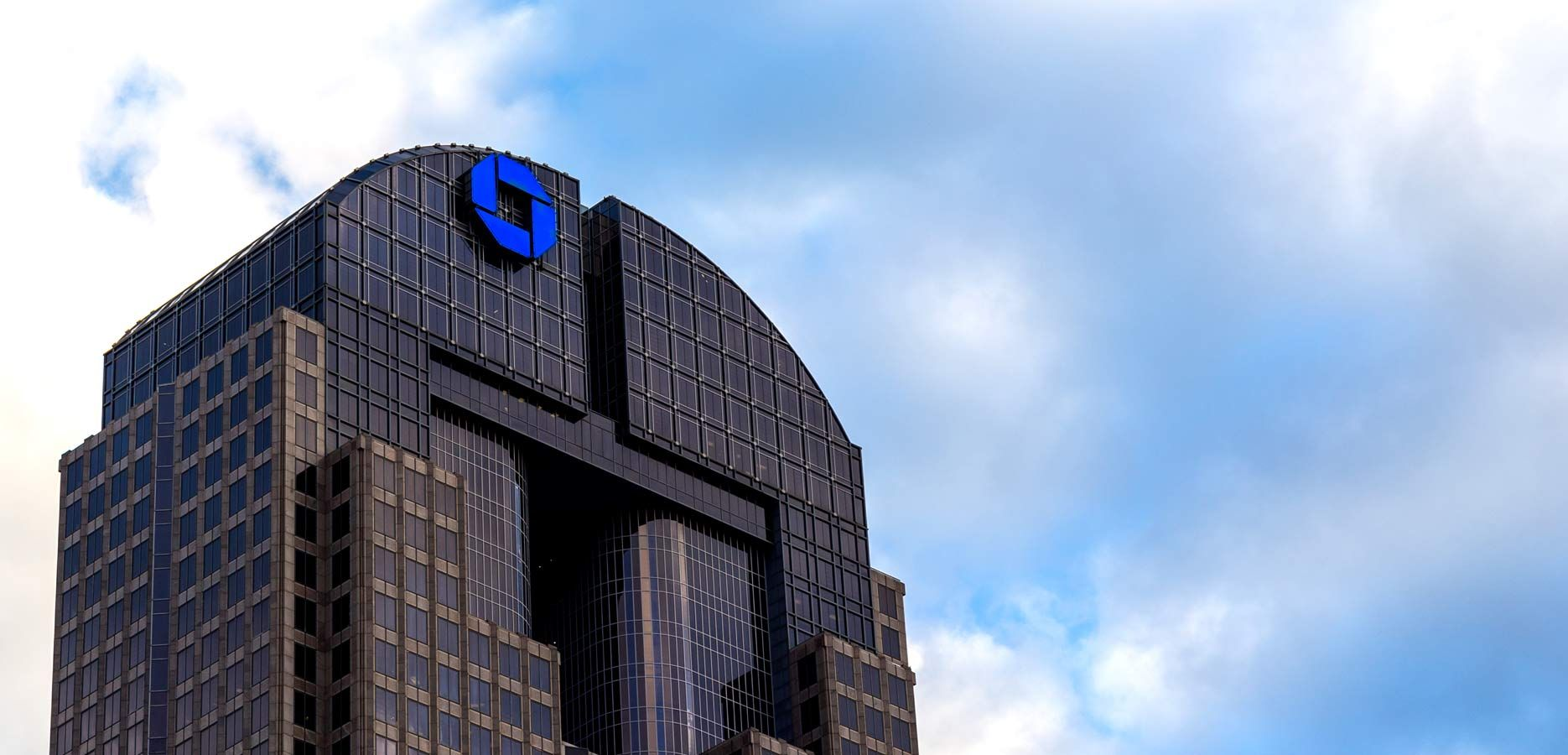 Chase Tower If You Don T Feel Like Paying To See Dallas From Above At Reunion Tower Head Over To The Chase Tower Sky Lobby It S No Tower Trip Family Travel