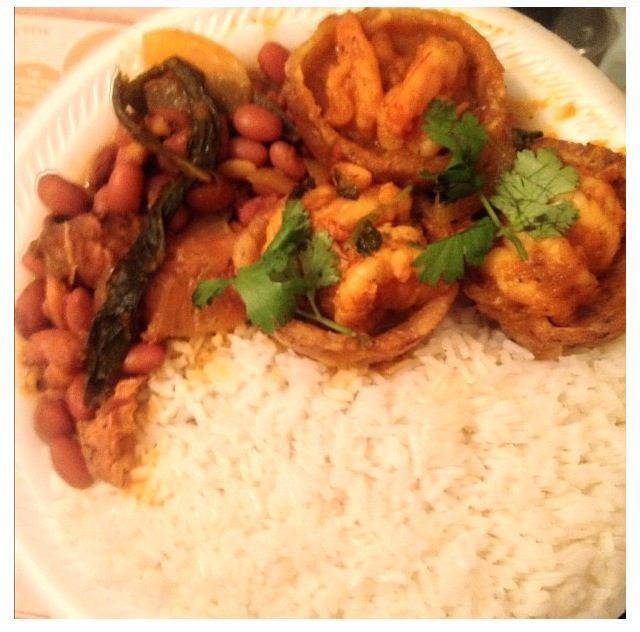 White rice, stewed shrimp in tostone cups