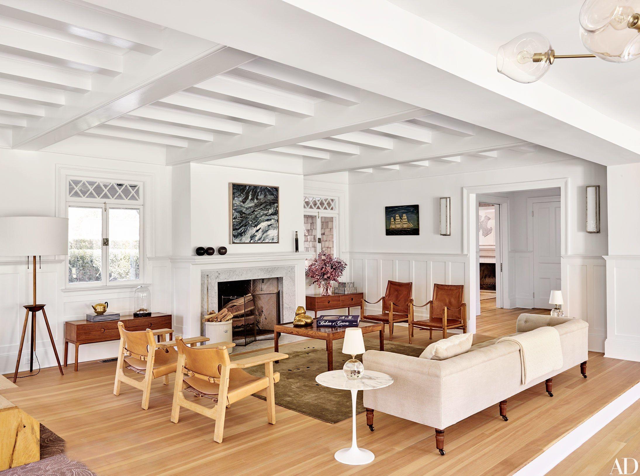 stunning east hampton living room design | See Pilar Guzmán and Chris Mitchell's Stunning Renovation ...