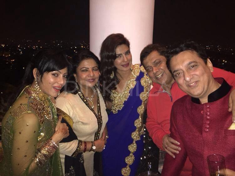 Priyanka Chopra At Arpita Khan S Wedding Bollywood Wedding Celebrity Weddings Wedding Story