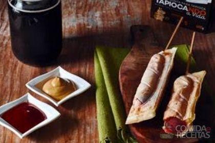 Receita de Crepe de tapioca no palito em receitas de salgados, veja essa e outras receitas aqui!