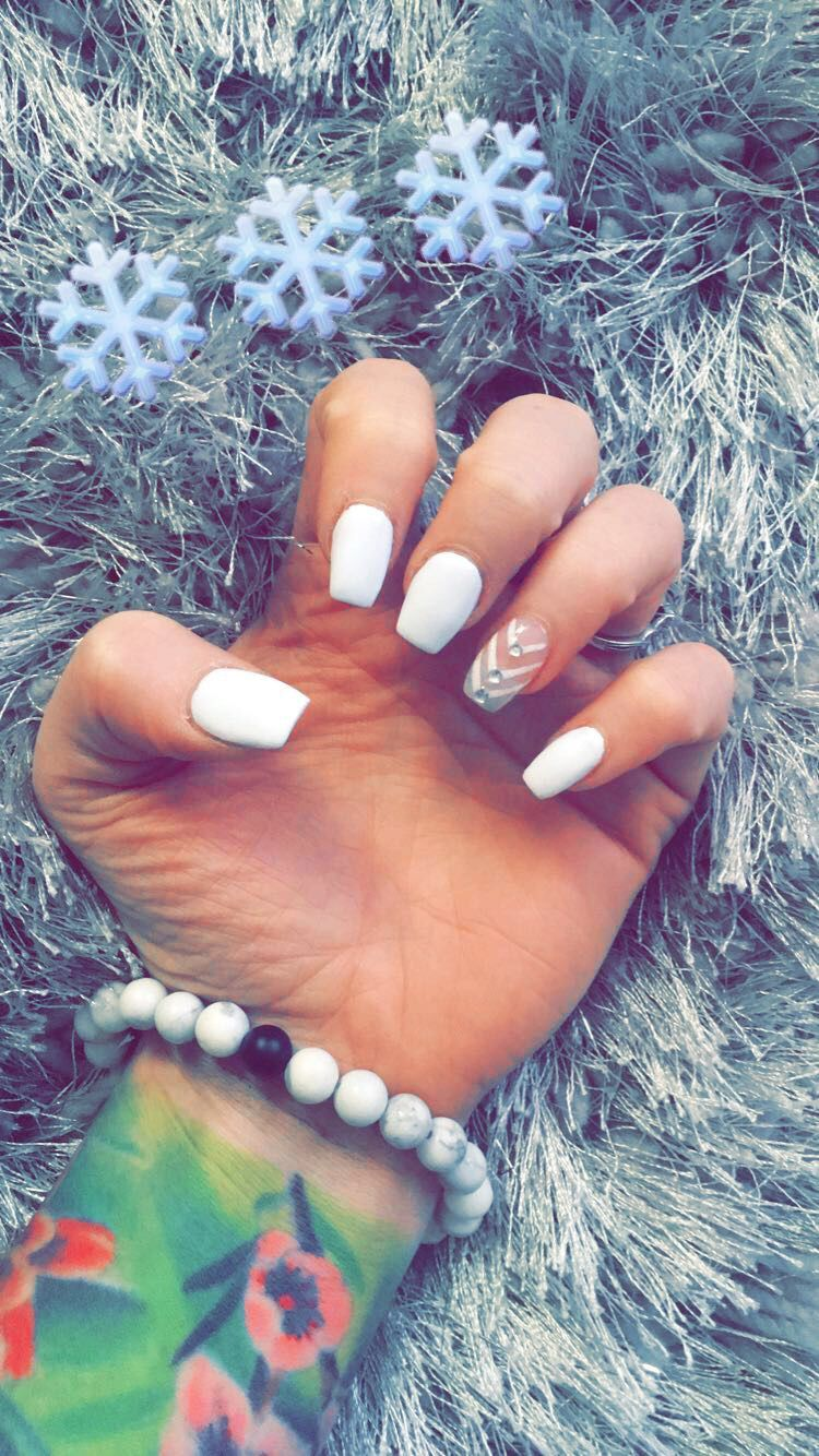Matte White Short Coffin Nails For Christmas With Chevron Design And Diamond Gems Short Coffin Nails Matte Nails Design White Acrylic Nails