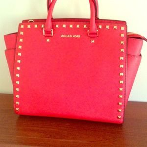 Find Designer Michael Kors Handbags Made From The Highest Quality Leather At