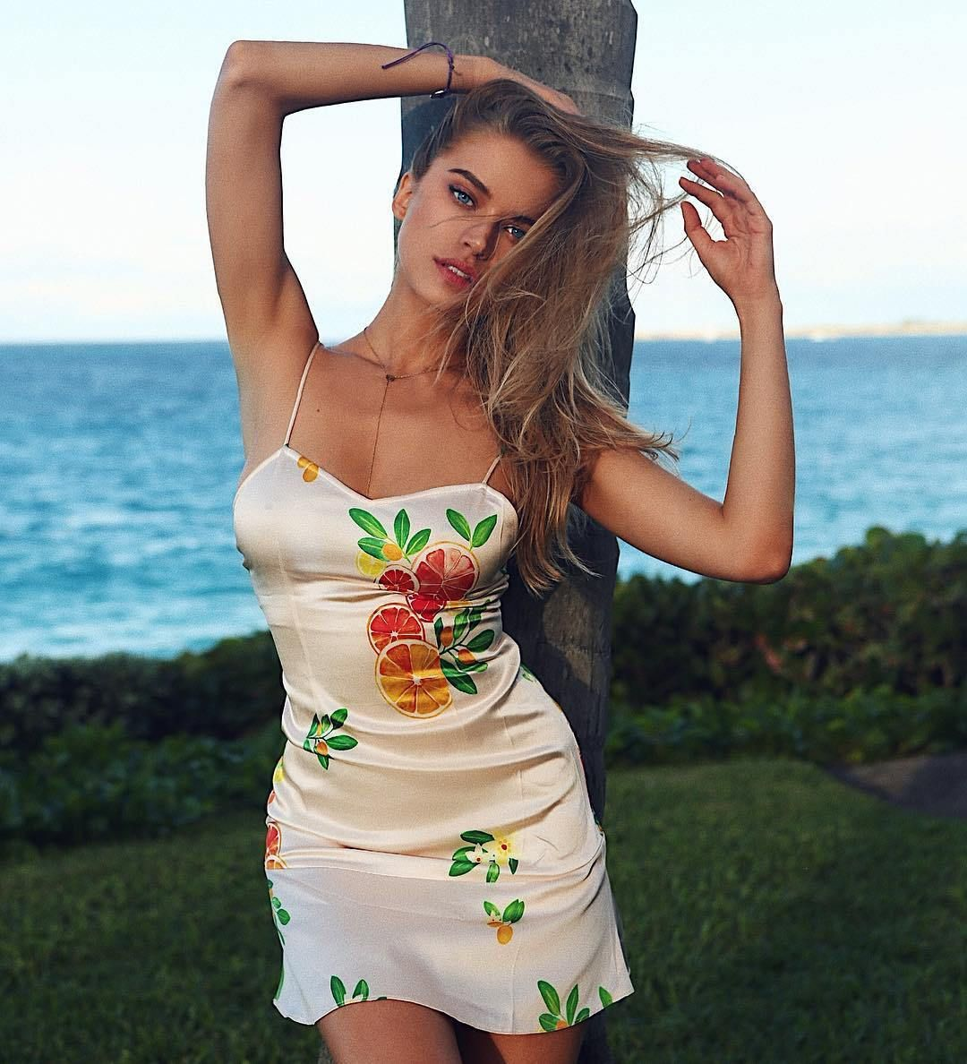 Dresses so tight youll lose circulation 50 Photos