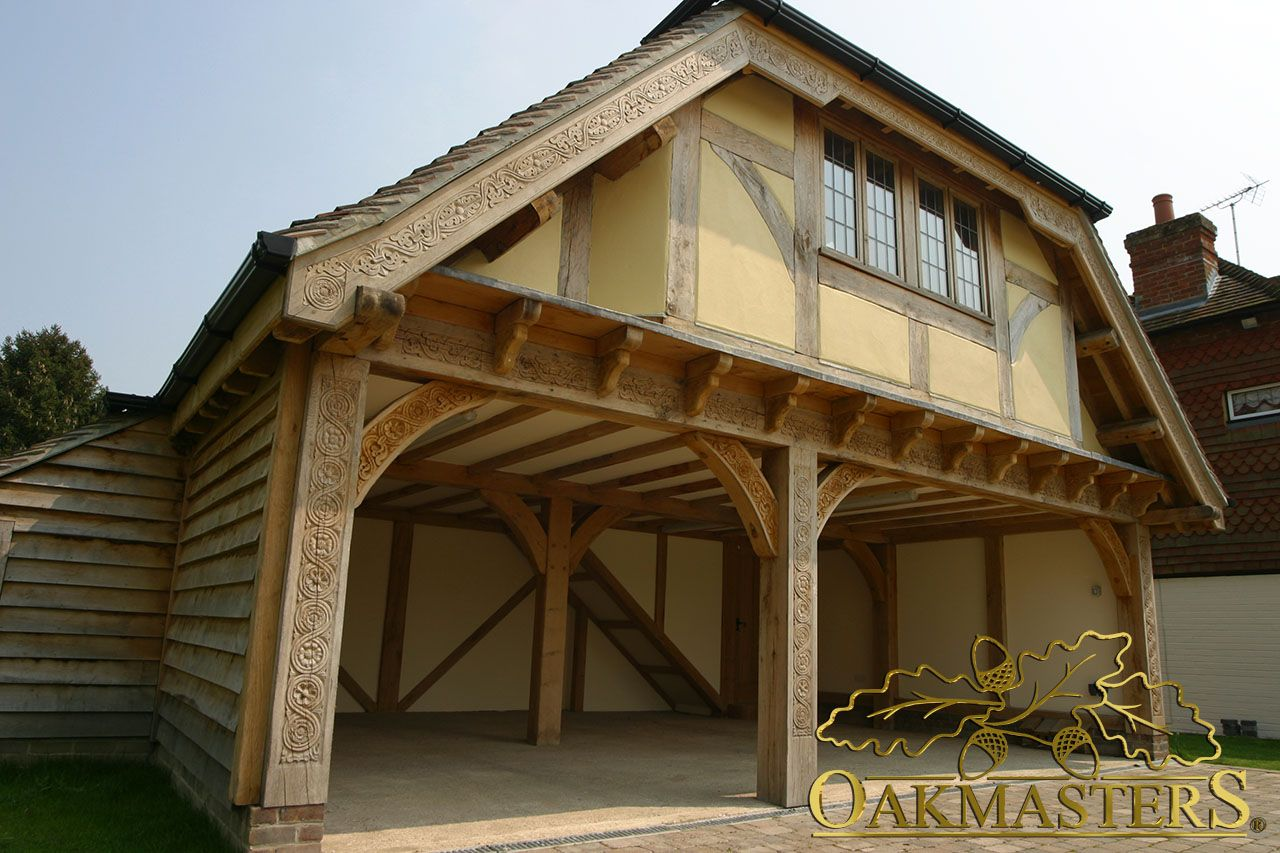 Beautifully crafted oak framed garage. Loft room, Timber