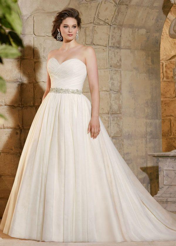 vestido de novia escote corazón largo verano espalda descubierta