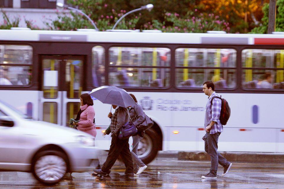 Sexta-feira com chuva no Rio de Janeiro. Foto: Fernando Quevedo - Agência O Globo